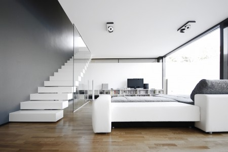 modest-minimal-living-room-design-in-the-black-on-white-house